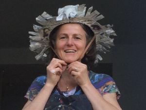 Chapeau rigolo en papier mâché