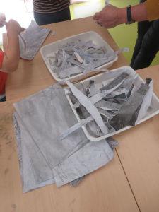 Trier les bandes de papier gris