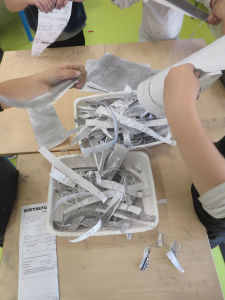 Créer une oeuvre avec du papier de récupération