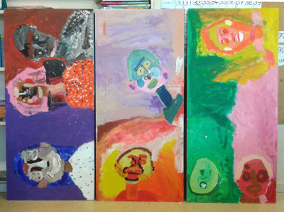 Portraits en couleur peints en classe