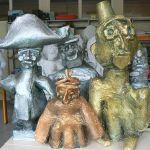 Sculpture en papier mâché de personnages historiques
