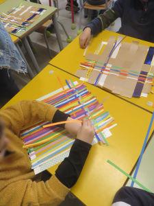 Atelier tissage à l'école