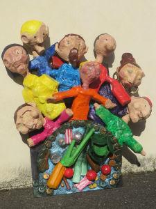 Les villageois se réunissent autour de la marmite