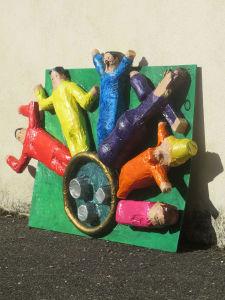 Bas-relief fabriqué par les enfants à l'école