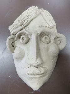 Masque modelé par un enfant