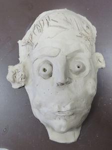 Sculpter une tête en argile