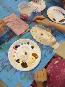Peindre son masque en argile