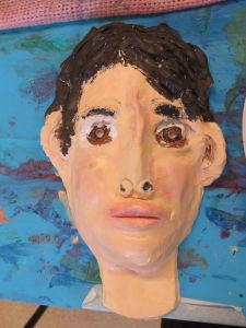 Peindre un visage réaliste avec les enfants