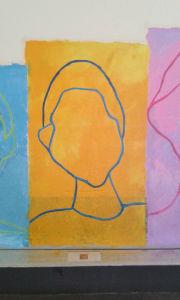 Portrait sur fond jaune