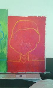 Portrait sur fond rouge