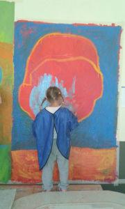 Immense portrait sur le mur de l'école