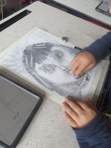 Visage d'enfant au crayon