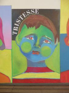 Portrait triste peint sur le mur