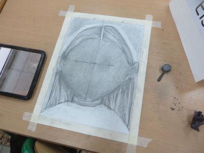 Dessiner un portrait sans le visage