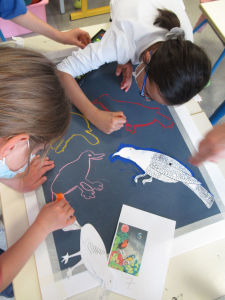 Séance d'arts plastiques à l'école