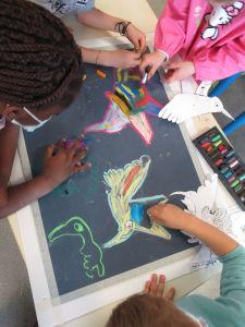 Peindre des oiseaux multicolores