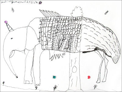 Un éléphant, un papillon et une autruche