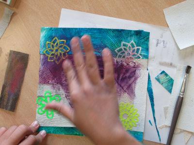 Colorer avec de la craie pastel