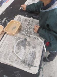 Créer avec du plâtre à la maternelle