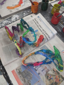 Petites sculptures réalisées par les enfants