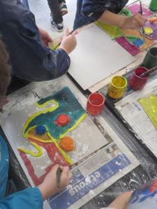 Peindre le plâtre avec des encres acryliques