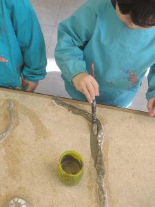 Peindre les colombins d'argile