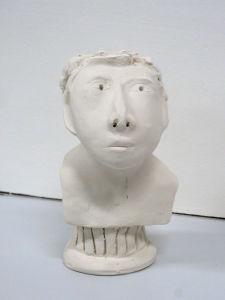 Modelage d'un buste en argile