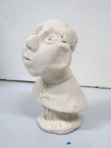 Modelage d'un personnage en argile