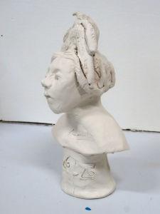 Figurine avec chignon