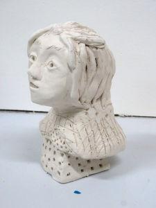 Modelage d'un portrait avec de l'argile