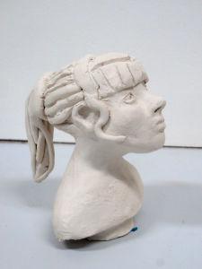 Figurine de profil