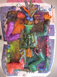 Les enfants ont peint leur sculpture en papier mâché