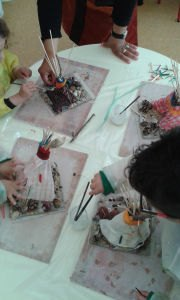 Séance d'arts visuels à l'école maternelle